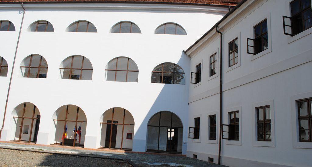 Azi a avut loc inaugurarea hotelului din Cetatea Oradea. Vezi cum arata camerele si ce tarife de cazare vor fi