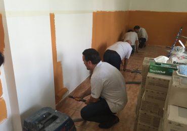 """23 de manageri, ai companiei Celestica, au lucrat alaturi de muncitori la renovarea cabinetelor campusului tehnic """"Traian Vuia"""""""