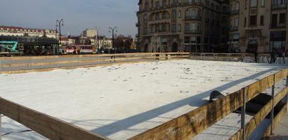 Oradea se pregateste de venirea mosului in Piata Unirii. FOTO