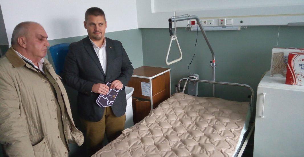 Rotary Oradea 1113 si Euritech au donat Spitalului Judetean Oradea saltele speciale antiescara