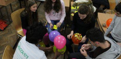 Voluntariat, tradiții și activități de Sărbători prin proiectul Discover