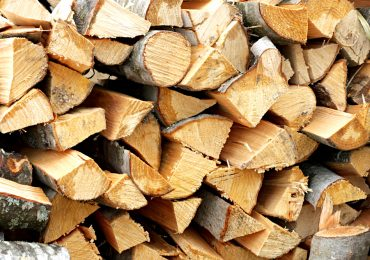 Aproape 100 mc de lemne fara acte confiscate, de politistii bihoreni, de la o firma din Vadu Crisului