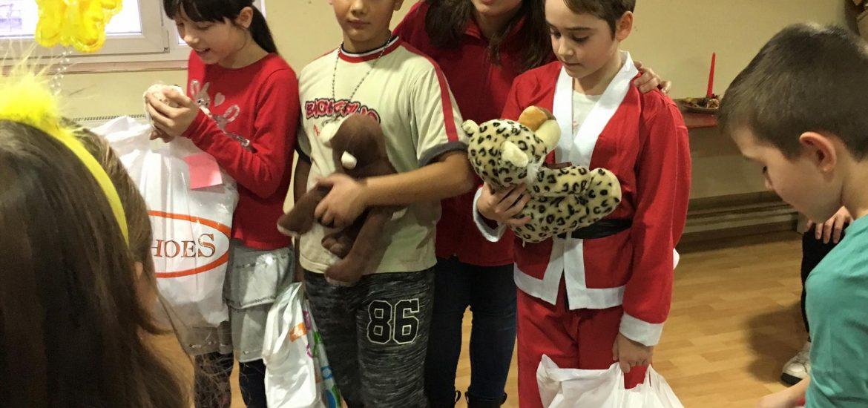 Banii din campania Bradul Copiilor au ajuns la copiii din centrele de zi