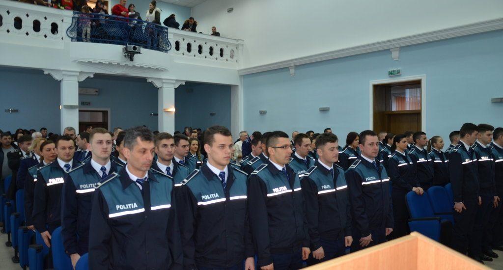 Polițiștii bihoreni încadrați din sursă externă au depus astăzi jurământul de credință.