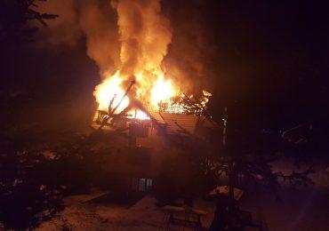 Incendiu puternic la o locuinta din localitatea Pietroasa