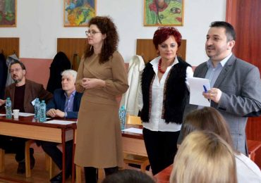 """""""Europarlamentar pentru o zi"""" – liceeni orădeni în vizită de studiu la sediul Parlamentului European"""