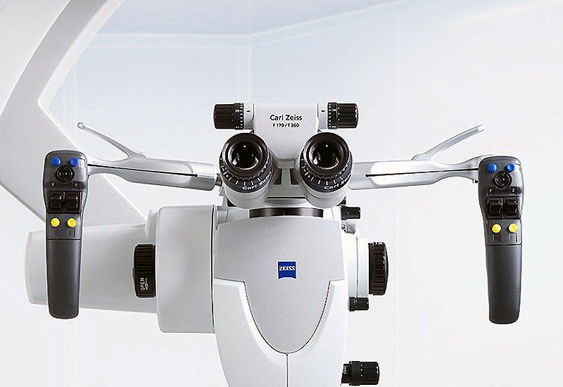 Un microscop operator performant crește siguranța operațiilor neurochirurgicale la Spitalului Județean