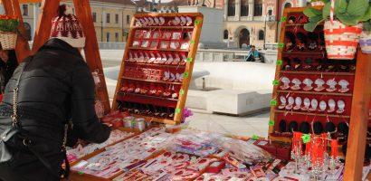 Standuri cu martisoare in Piata Unirii si pe Corso, puse la dispozitie de Primaria Oradea. FOTO