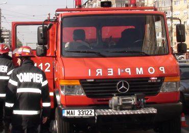 Un copil de 1 an, ramas blocat intr-o masina pe Iuliu Maniu, a fost scos de pompierii oradeni