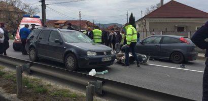 UPDATE! Accident Lugasu de Jos. Conducatorul mopedului a fost izbit de doua masini