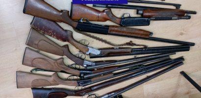 17 arme letale şi neletale, cartuşe şi pistoale de panoplie, ridicate de poliţiştii din Bihor de la un bărbat din Oradea