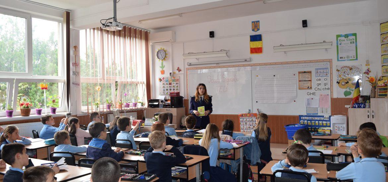 """17 scoli bihorene si peste 1000 de elevi au beneficiat de Proiectul National """"Scoala sigurantei Tedi"""", al politistilor de preventie bihoreni  (FOTO)"""