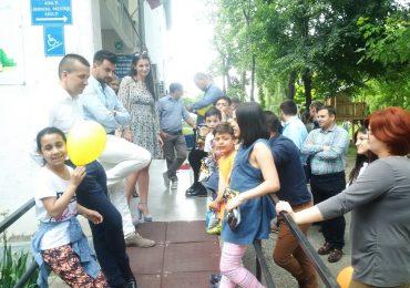 Tinerii liberali au adus zambete si voie buna copiilor de la Centrul de plasament nr 2 din Oradea (FOTO)