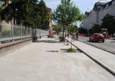 Se lărgeşte trotuarul dintre Republicii si magazinul Crisul (FOTO)