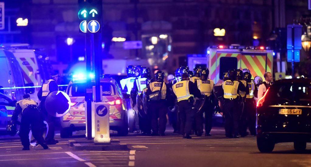 Atac terorist la Londra. Cel putin 6 morti si 48 de raniti. (FOTO / VIDEO)