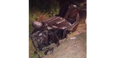 Accident grav la iesirea din Osorhei. O masina a fost proiectata in sant, unde s-a rasturnat