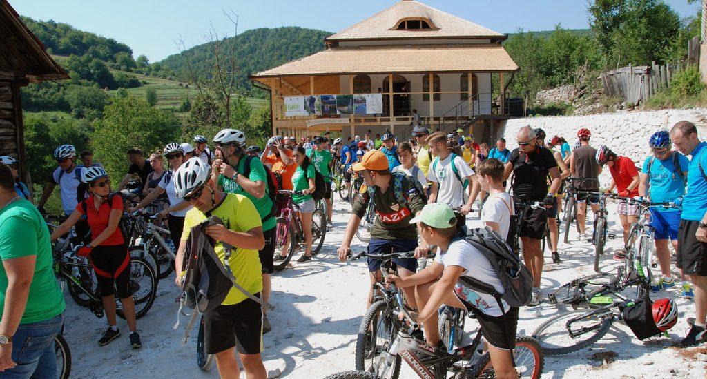 Peste 120 de biciclisti au redescoperit Bihorul si frumusetile lui (GALERIE FOTO)