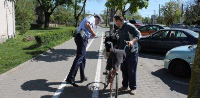 Regulile sunt si pentru ei. 265 de biciclisti, care au comis abateri in trafic, au fost sanctionati de politisti