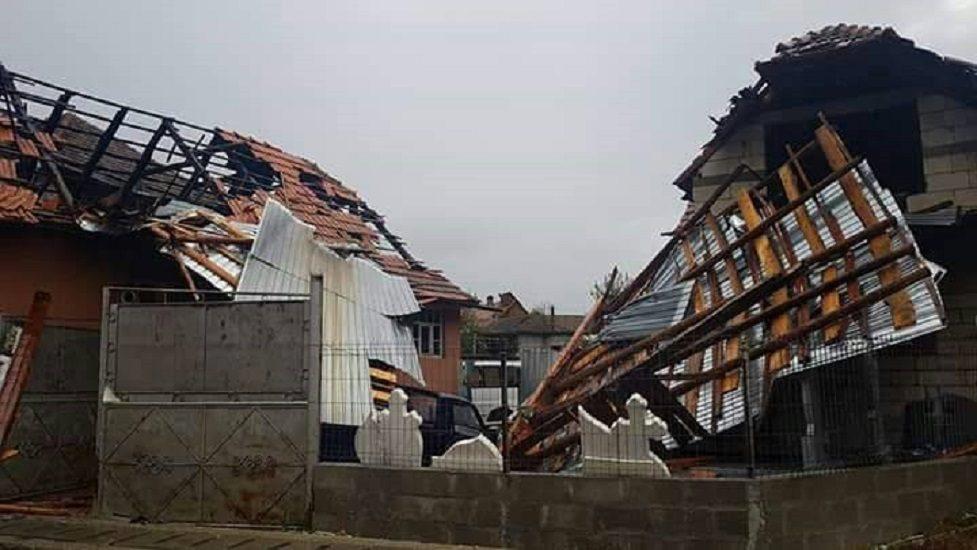 Bilant furtuna din Bihor. 37 de raniti, 38 de localitati afectate, 20.000 de bihoreni ramasi fara curent