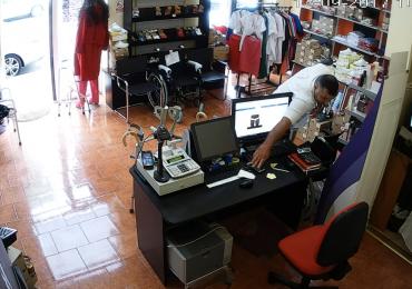Se cauta un hot si un telefon mobil sustras de acesta din magazinul MedicLand din Oradea (VIDEO)