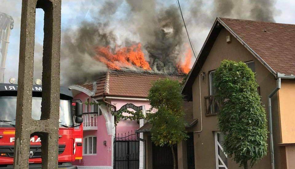 Incendiu la o locuinta in Oradea, pe strada Scoalelor
