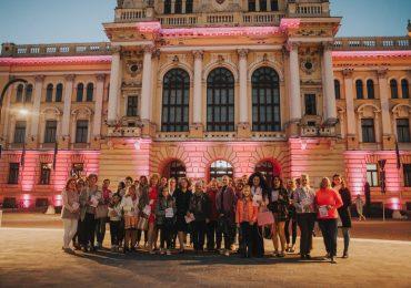 Duminică, Primăria Oradea s-a colorat în roz în semn de solidaritate cu femeile suferinde de cancerul de sân