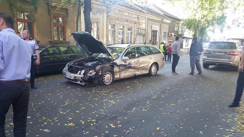 Accident cu 4 autoturisme pe str. Vladimirescu, traficul este deviat