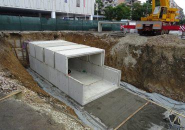 Se montează plăcile prefabricate la pasajul subteran de la Piața Rogerius