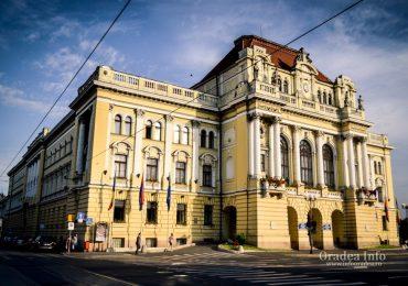 Descopera Oradea: Monolitul din Piața Unirii – Palatul Primăriei din Oradea (GALERIE FOTO)