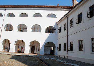 Expoziție la Cetate: opera scriitoarei Berde Mária şi a pictoriţei Berde Amál