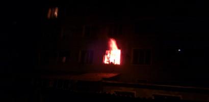 Incendiu intr-un bloc din Beius, azi noapte. 50 de persoane au fost evacuate