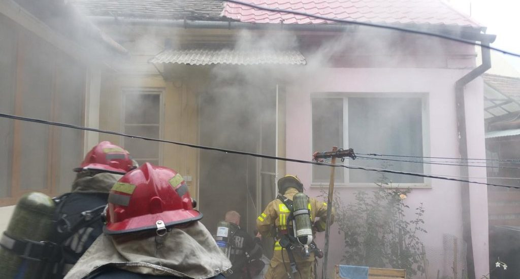 Incendiu la o locuință de pe strada Aurora din Oradea