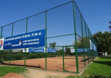Dedeman a construit un teren de tenis in Strandul Iosia, din Oradea
