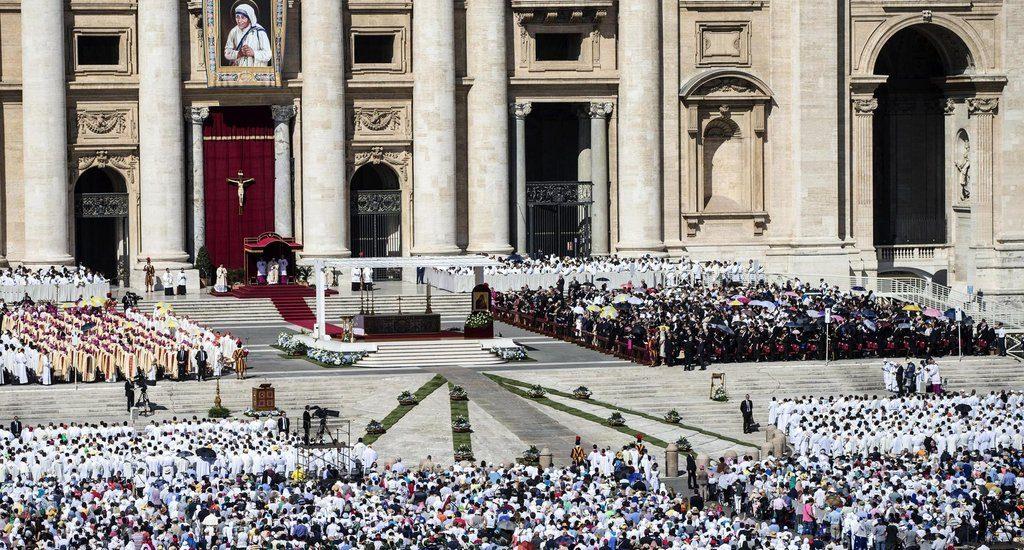 Vatican Maica Tereza sfanta