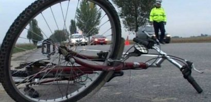 Biciclist accidentat, pe Averescu, din cauza neatentiei la volan