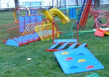 35 de aparate noi de joaca au fost montate in mai multe parcuri oradene. Vezi unde au fost ele amplasate