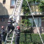Bunicuta salvata de pompierii oradeni, dupa ce nepoata a sunat la 112
