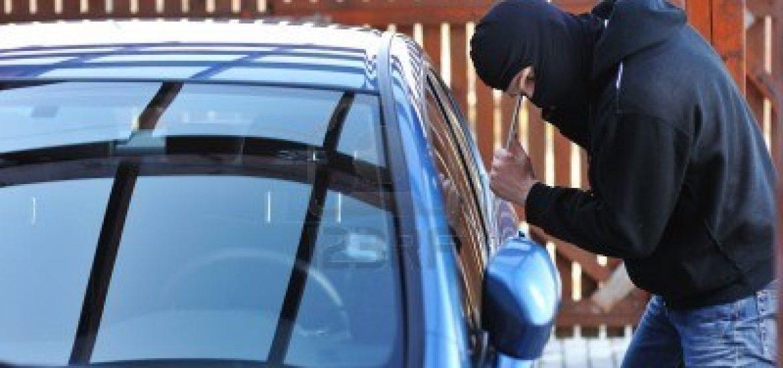 Tanar de 17 ani din Marghita prins de politistii bihoreni dupa ce a spart o masina