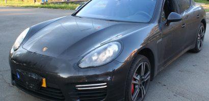 Un Porsche Panamera, de 60.000 de euro, cautat de autoritatile franceze, depistat la Vama Bors. FOTO