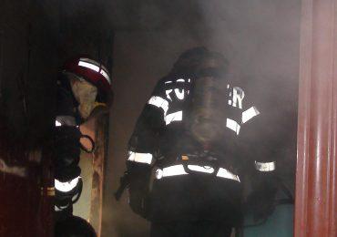 Un oradean a murit asfixiat in propria casa din cauza unei tigari