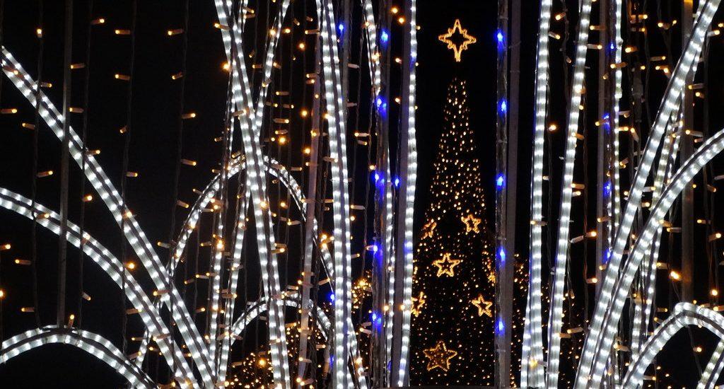 Oradea imbraca haine de sarbatoare. Cum va arata iluminatul de sarbatori si cand vor fi pornite luminile
