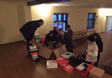 Clubul Rotary Oradea 1113 donează încălțăminte de iarnă pentru copiii din Colești, Bihor