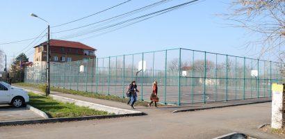 Patru noi terenuri de sport pentru locuitorii din Cartierul Oncea. FOTO