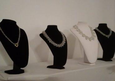 Expozitie bijuterii Darvas-La Roche