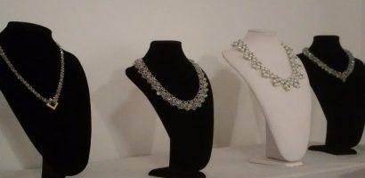 """Casa Darvas – La Roche găzduiește expoziția, de bijuterii, cu vanzare, ,,Podoabe Art Nouveau"""". GALERIE FOTO"""