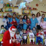 """Mos Nicolae a venit azi in """"Casuta piticilor"""", cresa nr 8 din Oradea"""