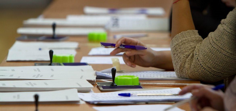 Marti, 22 decembrie, preşedinţii, locţiitorii, membrii și operatorii birourilor electorale ale secțiilor de votare din Oradea, isi pot ridica indemnizatiile