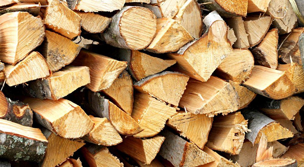 Peste 185 mc de lemn, fara acte legale, descoperit la doua societati comerciale din judetul Bihor