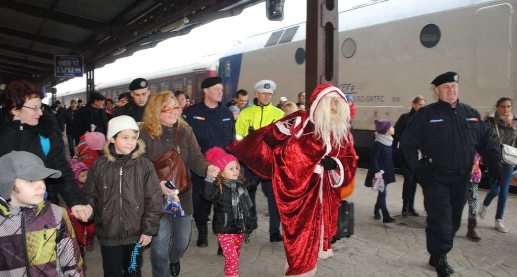 Vine Mosu la Oradea! 1.500 de pachete pentru copii in Piata Unirii. Vezi traseul si ora la care ajunge in gara