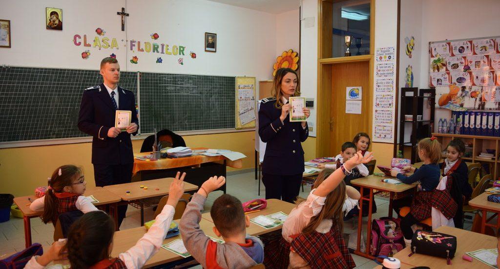 """""""Școala Siguranței Tedi"""", un proiect al politistilor bihoreni, pentru informarea celor mici"""